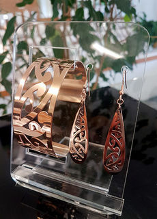 Rose Gold Kowhaiwhai Cuff (Large) & 55mm teardrop earring set