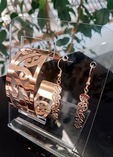 Rose Gold Kowhaiwhai Cuff (Large) & 35mm  earring set