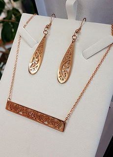 Rose Gold Kowhaiwhai Bar Chain Necklace & teardrop earring set