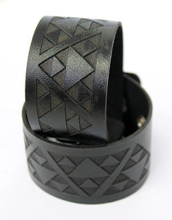 NZ Leather Niho taniwha Black Cuff Med Lge 230mm  x 40mm