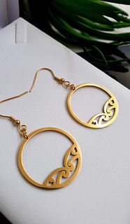 Gold Puhoro Hoop Earrings 35mm
