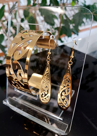 Gold Kowhaiwhai Cuff (Lge) & cut out teardrop earrings 55mm