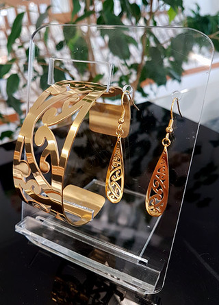 Gold Kowhaiwhai Cuff (Lge) & cut out teardrop earrings 35mm