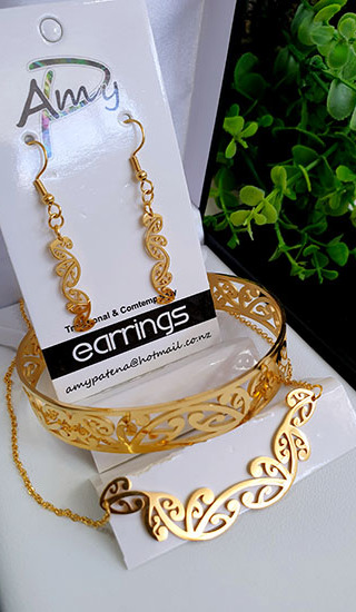Kowhaiwhai Gold 3 Pce set cutout earrings 25mm, skinny Bracelet, & Necklace 55mm