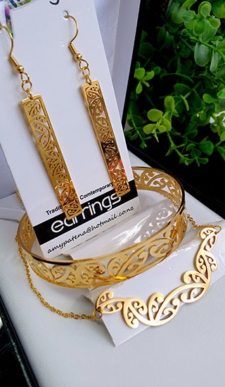 Kowhaiwhai Gold 3 Pce set cutout rectangle earrings 25mm, skinny Bracelet, & Necklace 55mm