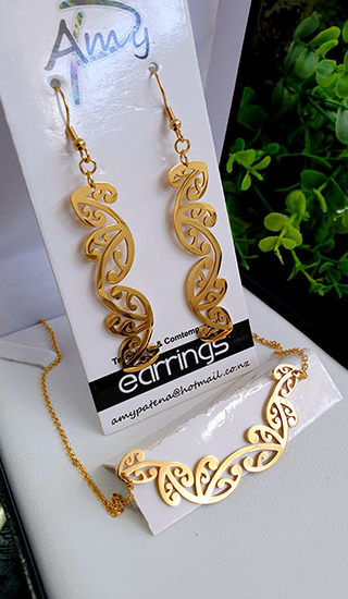Kowhaiwhai  Gold 2 Pce set cutout earrings 55mm, necklace 55mm,