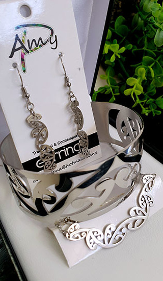 Kowhaiwhai Silver 3 Pce set cutout earrings 25mm , skinny Bracelet, & Necklace 55mm