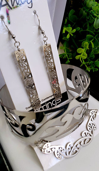 Kowhaiwhai Silver 3 Pce set cutout rectangle earrings 50mm , skinny Bracelet, & Necklace 55mm