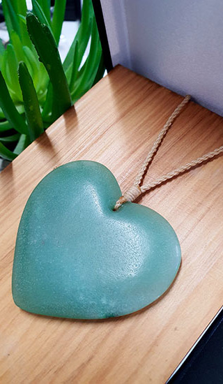 Adventurine Crystal 55-60mm Heart (Manawa)