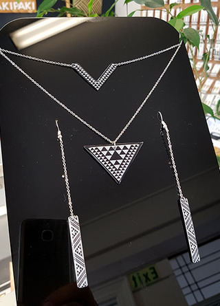 Taniko Pendant Stainless Steel double chain & earring set 2