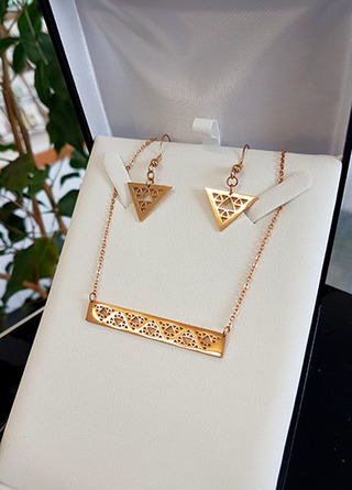 Niho Taniwha Bar Chain and earring set (Gold Stainless Steel)