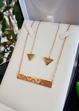 Niho Taniwha Bar Chain and thread earring set (Gold Stainless Steel)