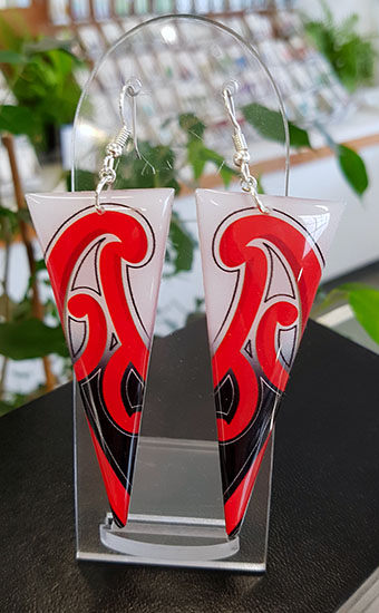 XL Puhoro Resin Triangle earrings 70mm  (Red White & Black)
